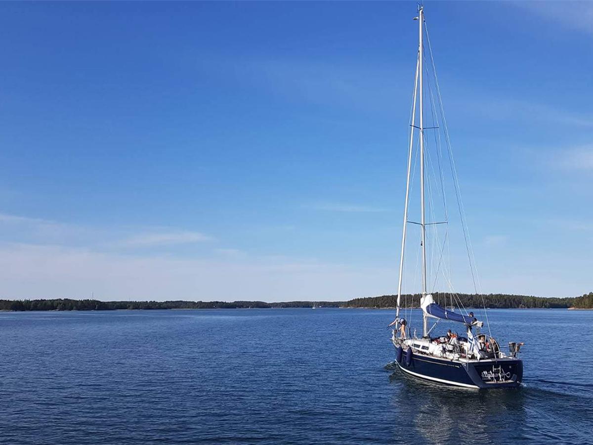 Lippukunnan koulutusaluksena toimii RS Vision -purjejolla Meriapila sekä Grand Soleil 37-tyyppinen purjevene s/y Aurantyttö.